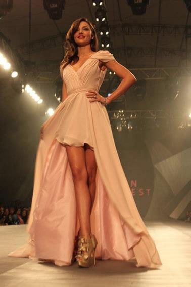 Önü Kısa Arkası Uzun Abiye Elbise Modelleri